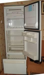 """Холодильная камера охлаждается от испарителя.  Под холодильной...  Холодильник-морозильник  """"STINOL-104 """" трехкамерный..."""
